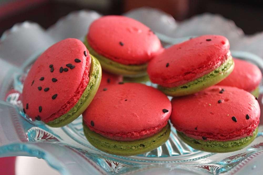 kue-macaron-watermelon